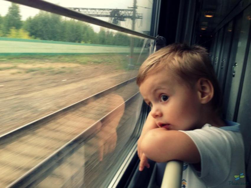 Чем занять ребенка в поезде.