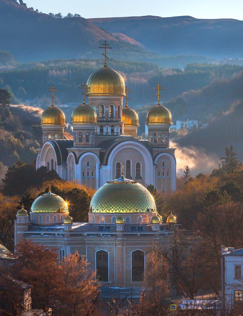 Кафедральный собор и Соборная мечеть вместе